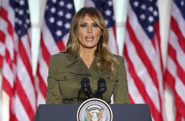 Melania Trump: «Mein herzliches Beileid allen, die jemanden in dieser Krise verloren haben. Ich bete für die Kranken und Betroffenen».