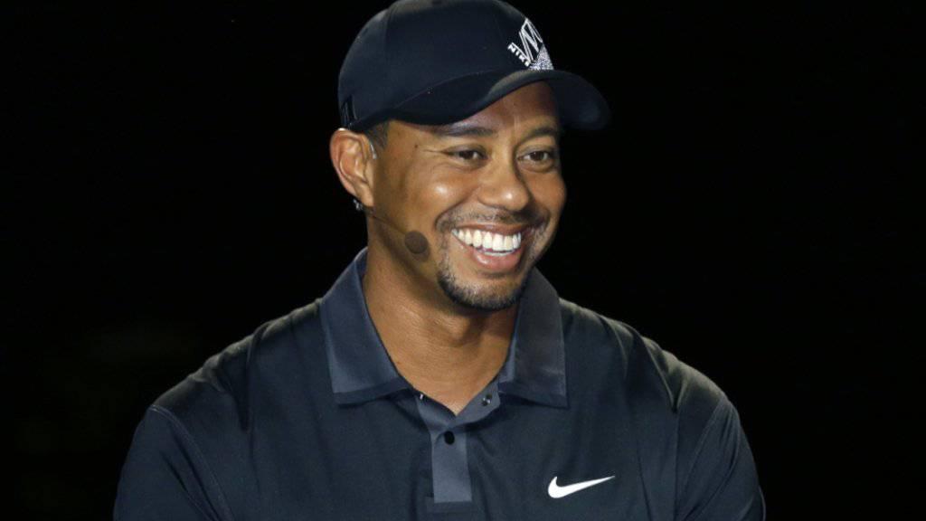 """Tiger Woods war Zeuge, wie ein Elfjähriger bei der Eröffnung """"seines"""" Golfplatzes ein Hole-in-One schaffte"""