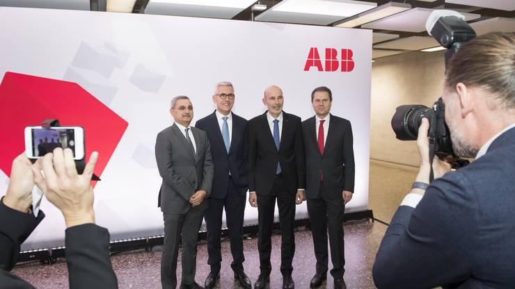 Die Führungsriege am Jubiläumsabend: ABB-Technik-Chef Bazmi Husain, CEO Ulrich Spiesshofer, Stefan Ramseier, Leiter des Forschungszentrums und ABB-Schweiz-Chef Remo Lütolf (v.l.).