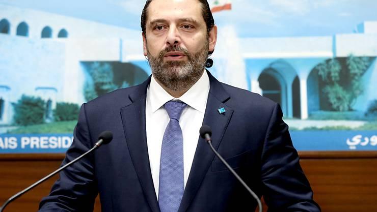 Ministerpräsident Saad Hariri sagte nach einer Kabinettssitzung, die Demonstrationen hätten dafür gesorgt, dass die Reformen gebilligt worden seien. Nach seinen Worten sollen die Gehälter von Ministern und Parlamentsabgeordneten um die Hälfte gekürzt werden.