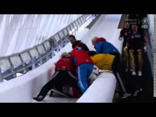 Halsbrecherisch: Sturz von Rico Peter am Weltcuprennen in Sochi.