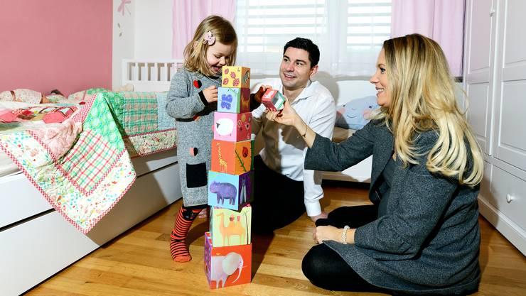 Benjamin Giezendanner hat nun wieder mehr Zeit für Tochter Sophia und Ehefrau Jasmine.