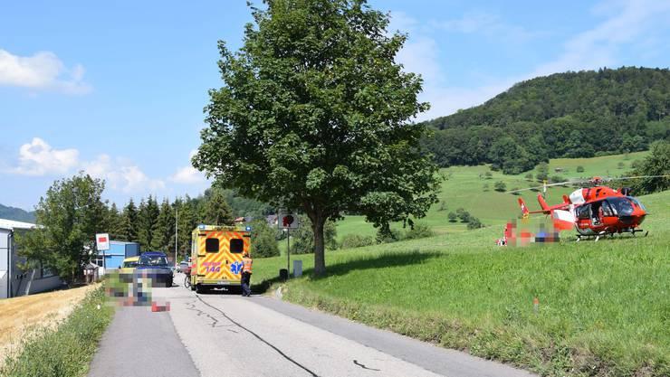 Der Lenker wurde von einem Rettungshelikopter ins Spital geflogen.
