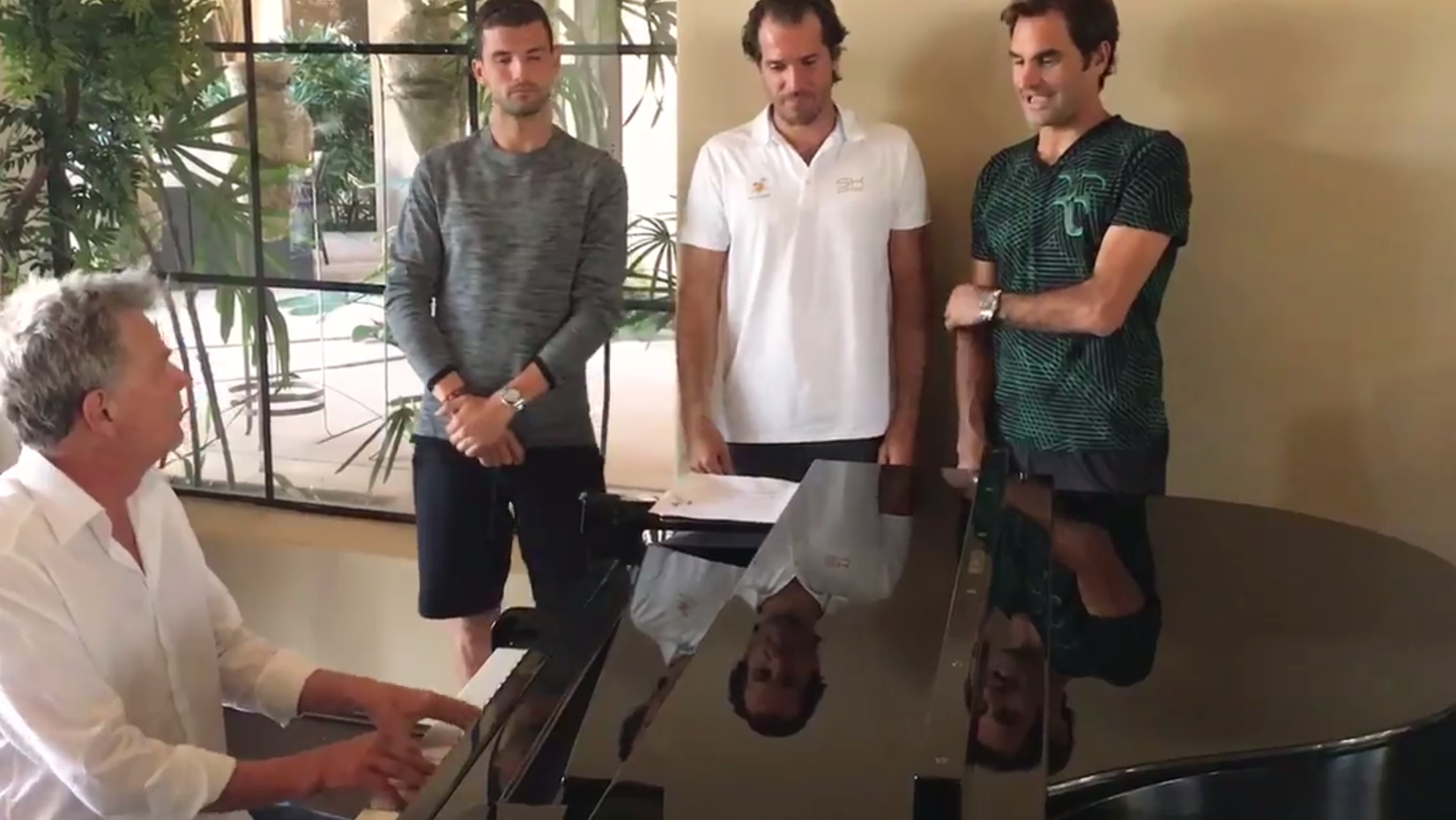Video: Roger Federer singt auch in Indian Wells
