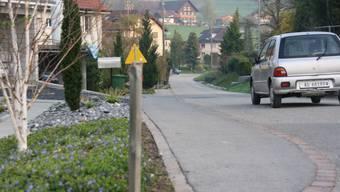 An der Staffelbacherstrasse wird der Gehweg bis zur Abzweigung Waldhof erweitert. (bA)