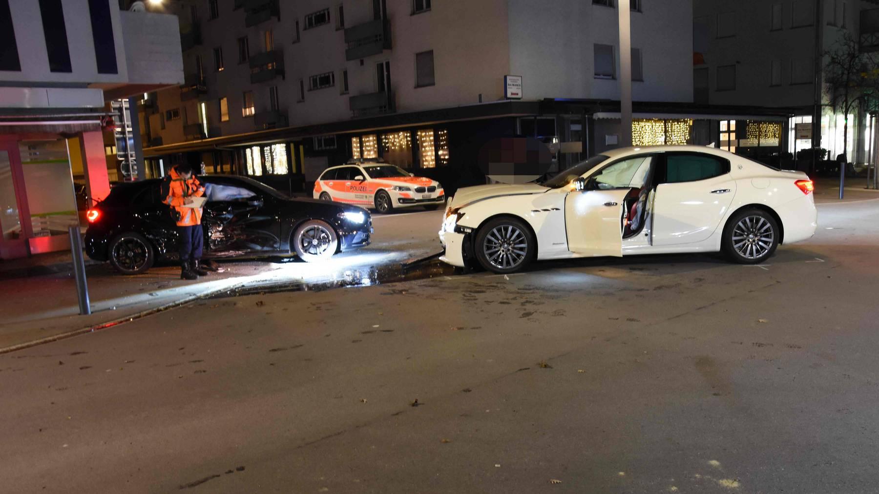 Die Autos waren nach dem Unfall nicht mehr fahrtüchtig.