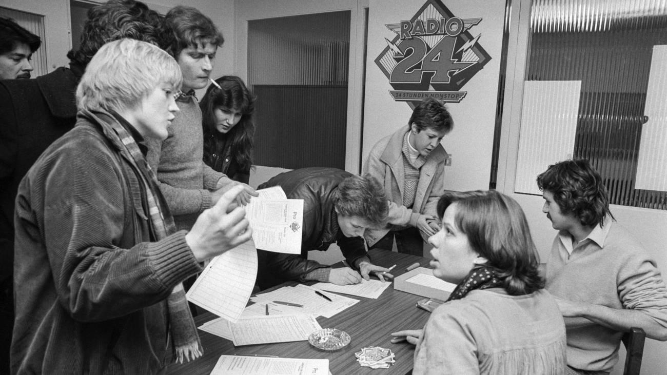Über 212'000 Unterschriften wurden für die Petition gesammelt, 22. Dezember 1979 (© Keystone)