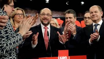 Rhetorisches Geschick, vage Rezepte, 100 Prozent Beifall: Martin Schulz ist Kanzlerkandidat der SPD. Michael Sohn/Keystone