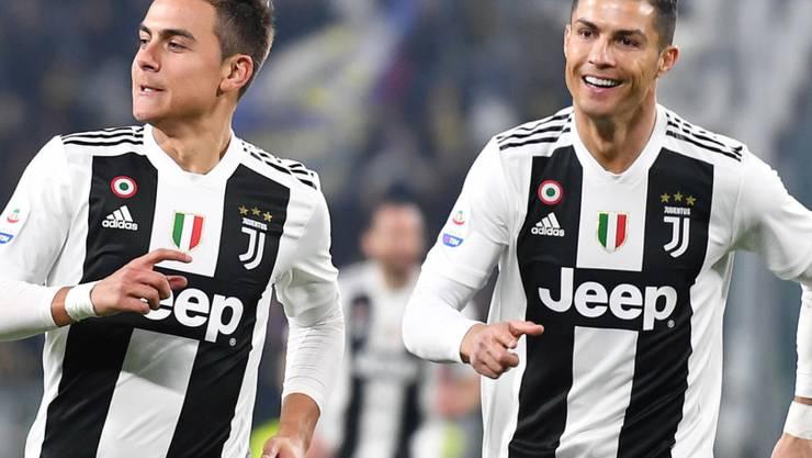 Die Torschützen Paulo Dybala (links) und Cristiano Ronaldo freuen sich