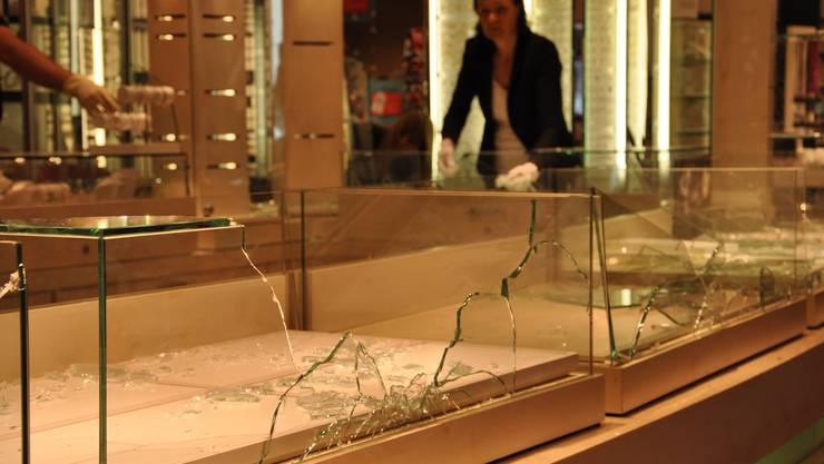 Einbruch im grossen Stil: Viel Glas ging defekt, die Deliktsumme ist riesig