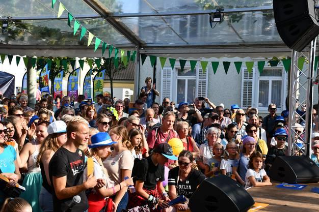 Tanzshow, organisiert von der Energieversorgerin IBB, mit Tänzer Christian Polanc, Sänger Luca Hänni und Moderatorin Christa Rigozzi.