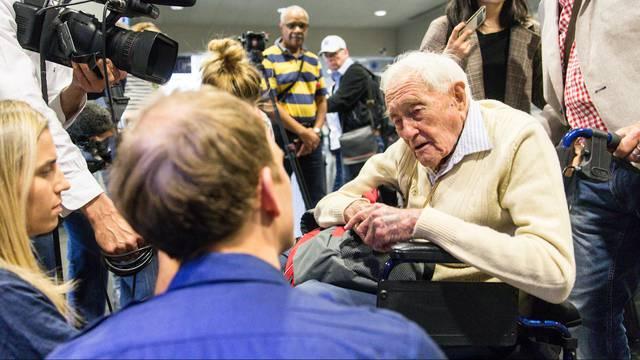 Am Basler Euro-Airport: 104-Jähriger redet offen über seine letzte Reise