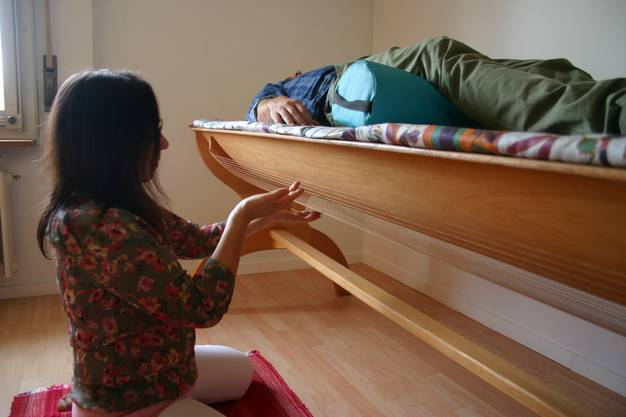 Der bauchige boden des Betts dient als Resonanzkörper