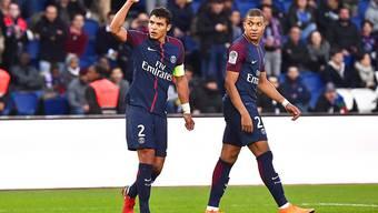 Zwei der Torschützen von Paris Saint-Germain beim 5:0 gegen Metz: Thiago Silva (links) und Kylian Mbappé