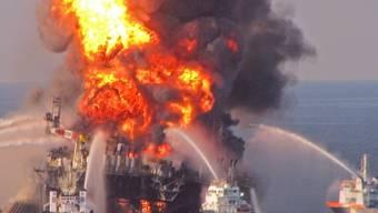 Die Deepwater Horizon nach der Explosion im April 2010