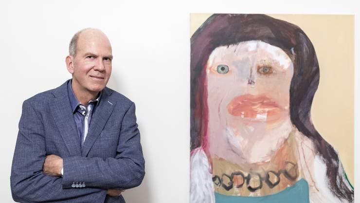 """Markus Stegmann, Direktor Museum Langmatt, mit dem Werk """"Monica, 2018"""", an der Vernissage der Einzelausstellung von Margot Bergman, in Baden am 2. März 2019."""
