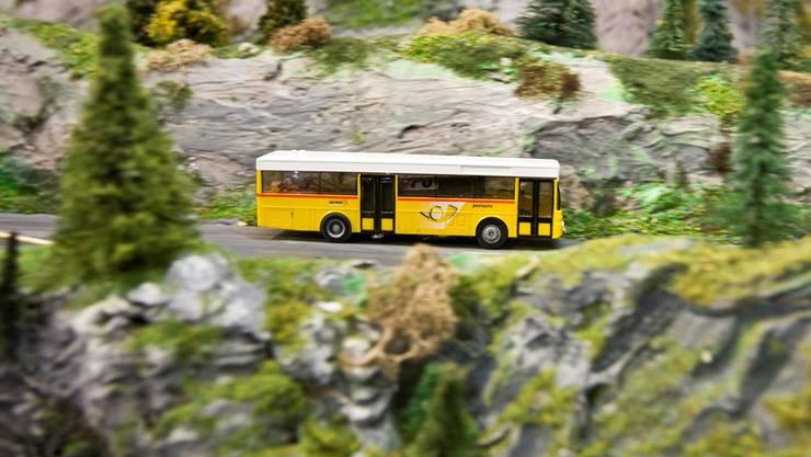 Ein Miniatur-Postauto in der Landschaft eines Modelleisenbahnclubs: Der Markenschutz der Post gilt auch für Spielzeuge.