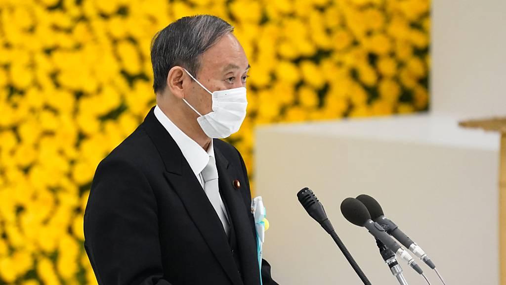 Yoshihide Suga, Ministerpräsident von Japan, hält eine Rede während einer Gedenkfeier zum 76. Jahrestag der Kapitulation Japans im Zweiten Weltkrieg. Foto: Pool/ZUMA Press Wire/dpa