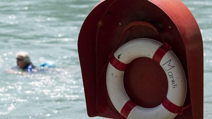 Ein 53-jähriger Jogger ist am Sonntag in der Nähe von Bern in die Aare gestürzt und gestorben. (Symbolbild)