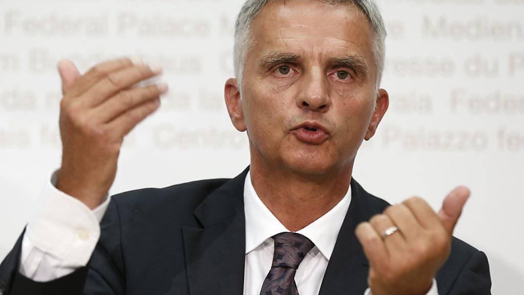 Bundesrat Didier Burkhalter vor den Medien in Bern (Archivbild vom August 2015).