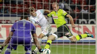 Pedro Henrique vom FCZ (Mitte) wird von Stéphane Grichtingm gestoppt