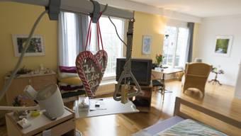 Ein Patientenzimmer im Hospiz Palliative Care in Brugg – «Ich liebe Dich», steht auf dem Lebkuchenherz.