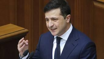 Der ukrainische Präsident Wolodymyr Selenskyj hatte eine zwangsweise Beobachtung aller Heimkehrer angekündigt.(Archivbild)