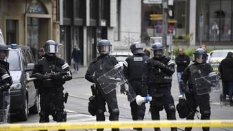 Die Polizei setzte mehrmals Gummischrot gegen die Demonstrierenden ein. (Symbolbild)