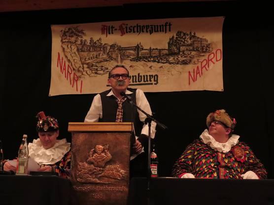 Der abtretende Zunftschryber Daniel Kern präsentierte als Greis das letzte Protokoll