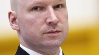 """Der Rechtsextremist Anders Breivik tötete vor fünf Jahren 77 Menschen, die meisten davon Jugendliche. Im Buch """"Einer von uns - Die Geschichte eines Massenmörders"""", das soeben auf Deutsch erschienen ist, geht die Journalistin Åsne Seierstad dem unfassbaren Verbrechen auf den Grund. (Archivbild)"""