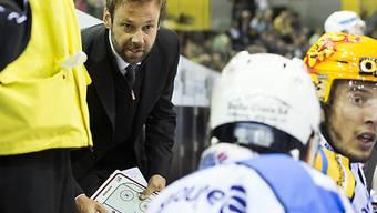 Fribourgs Coach Gerd Zenhäusern gibt Anweisungen
