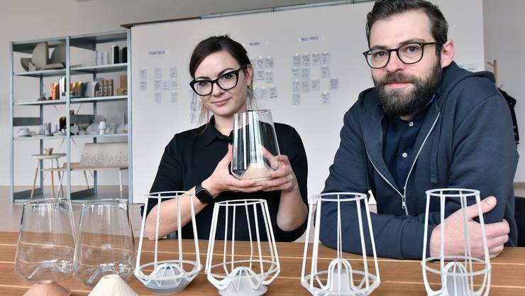 Sarah Hügin und Benedikt Löwenstein zeigen den kreativen Prozess, welcher zur Vase «LYS» führte.