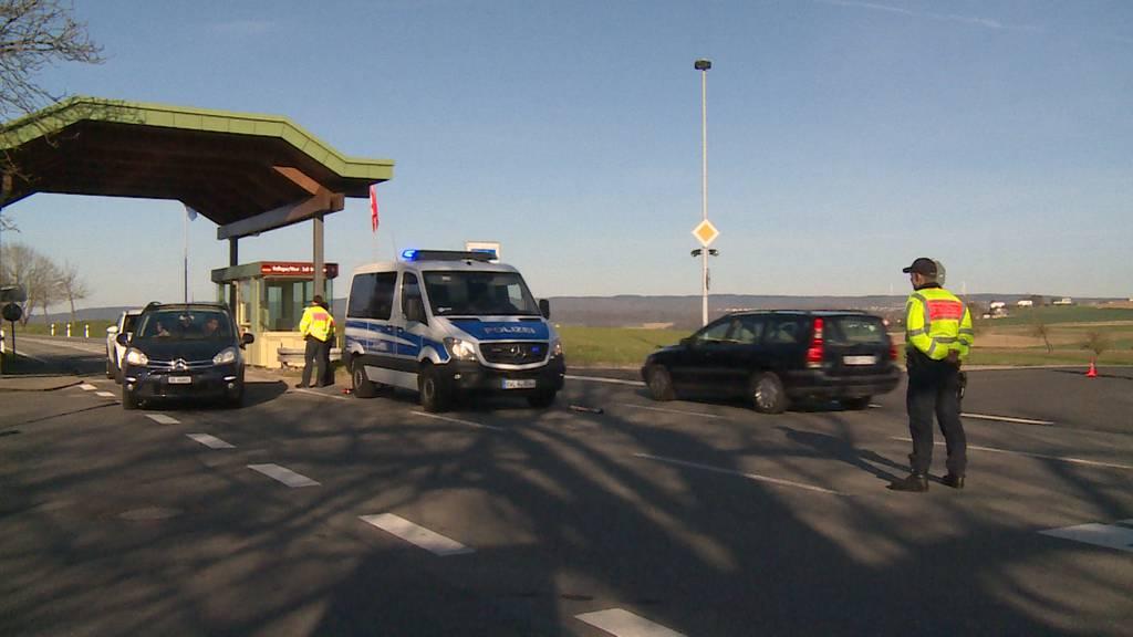 Erste Kontrollen an der deutschen Grenze