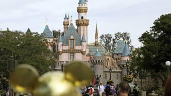 Der beliebte Freizeitpark Disneyland in Kalifornien bleibt wegen der Coronavirus-Pandemie ab Samstag bis Ende März geschlossen.