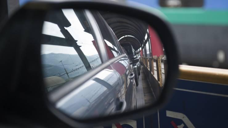 Der Simplon-Autoverlad verbindet Brig im Wallis mit Iselle di Trasquera in Italien und führt durch den Simplon Eisenbahntunnel. (Archiv)