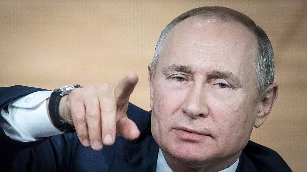 Alles im Griff, behauptet der russische Präsident Putin vor den internationalen Medien.