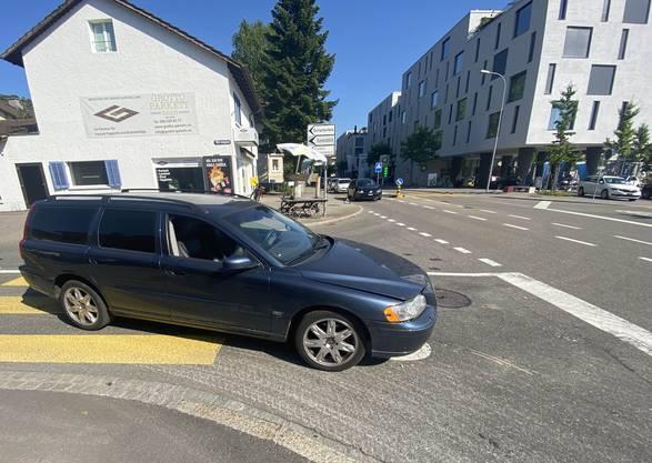Aufgrund der mutmasslich eingeschränkten Fahrfähigkeit nahm die Kantonspolizei dem Verursacher den Führerausweis ab.