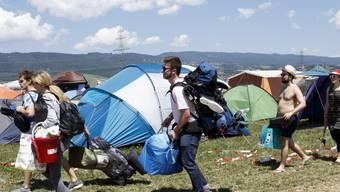 Festivalbesucher in der Zeltstadt des Paléo Festivals in Nyon. Rund 230'000 Menschen erwarten die Organisatoren bis Sonntag.