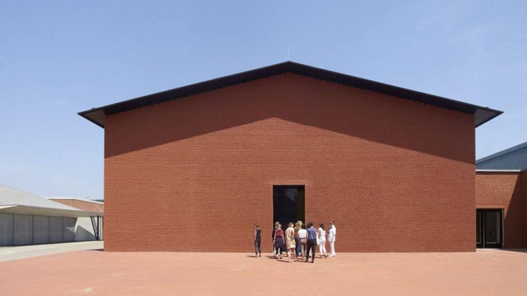 Hinter der nüchternen Hülle des neuen Vitra-«Schaudepots», das Herzog & de Meuron entworfen haben, sind 400 Exponate der Sammlung des Design-Museums zu sehen.