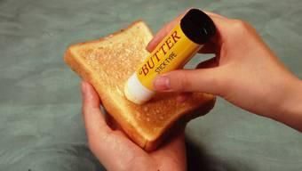 Mit diesem Stift kann die Butter gleichmässig verstrichen werden