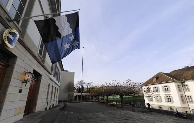 In Coronazeiten ist das Haus an der Oberen Vorstadt aber zu klein, um Abstand zu halten. Rechts das Regierungsgebäude, hinten Kantonsbibliothek und Kunsthaus.
