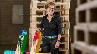 OK-Präsidentin Silvia Huber vor einem der auf dem Expo-Gelände verteilten Hashtags.