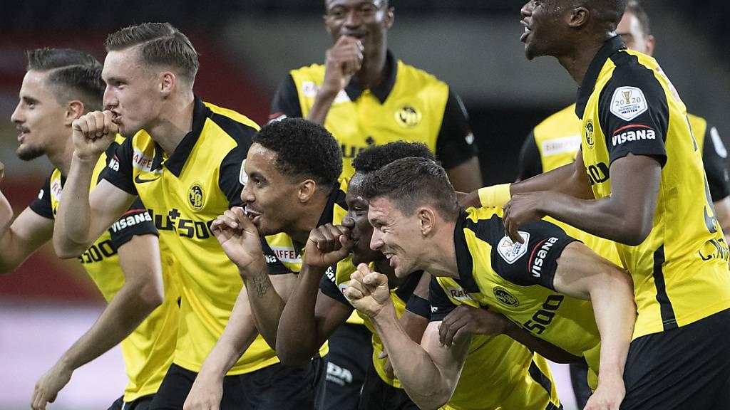 Die Young Boys feiern das 1:0 von Christian Fassnacht (vorne)