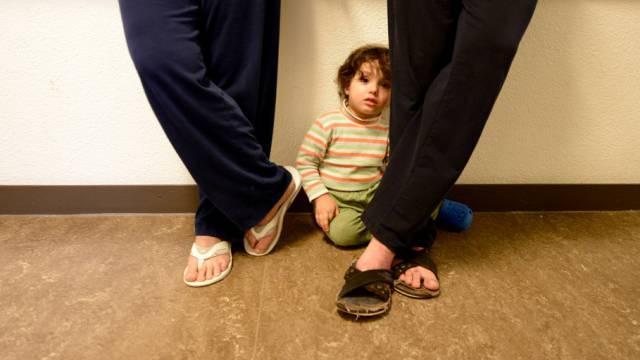 Flüchtlingsfamilie aus Syrien in einem Schweizer Asylzentrum