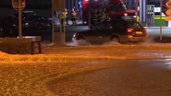 Durch einen Rohrleitungsbruch sind in Liebefeld in der Gemeinde Köniz mehrere Keller überflutet worden.