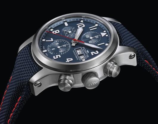 Die limitierte Uhr zum 30-jährigen Bestehen des PC 7-Teams, die «PC-7 Team Aeromaster Edition Chronograph», wurde gestern vorgestellt.