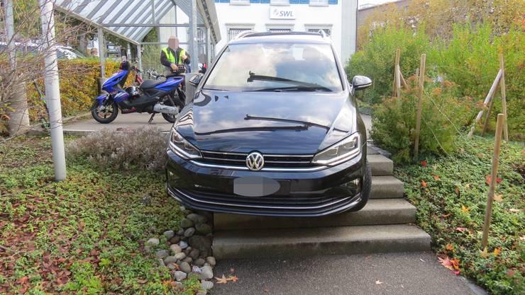 Eine Seniorin fuhr auf der Suche nach dem Einkaufszentrum in Lenzburg fälschlicherweise eine Treppe runter.