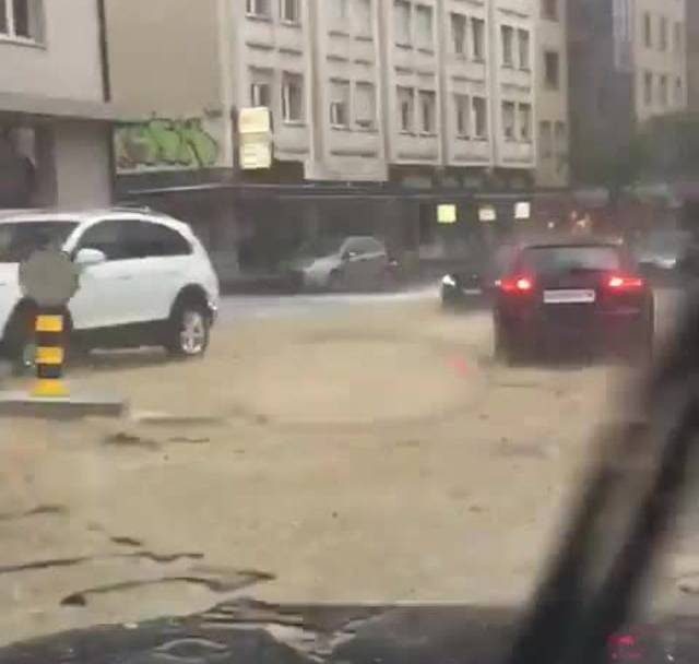 Nach dem Hagelsturm die Flut am Schulhausplatz Baden