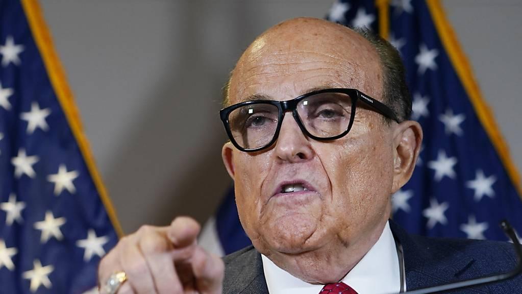 ARCHIV - Rudy Giuliani, der ehemalige Bürgermeister von New York und Anwalt von US-Präsident Trump, während einer Pressekonferenz im Hauptquartier des republikanischen Nationalkomitees. Foto: Jacquelyn Martin/AP/dpa