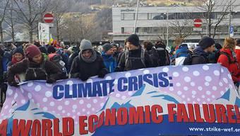Das WEF soll sich der Klimaverantwortung stellen: Mit dieser Forderung ist in Landquart der Klimamarsch nach Davos gestartet.